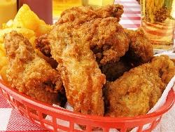 Хрупкави пилешки филенца мариновани в бира, мед и соев сос, панирани в корнфлейкс и паста патафри (брашно и бира) - снимка на рецептата